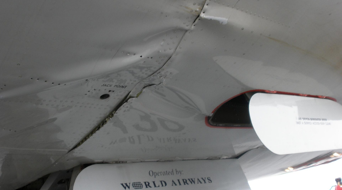 DC-10 hard landing damage